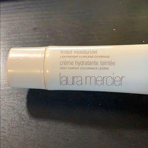 Laura Mercier tinted moisturizer in Bisque